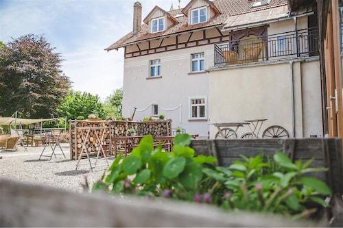 . Hotel Historischer Dorfgasthof Hirsch