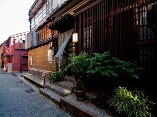 Kazueya, Kanazawa