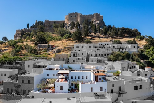 . Maris Lindos, Suites and Apartments