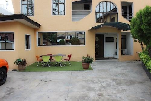 The Hedge Suites, Eti-Osa