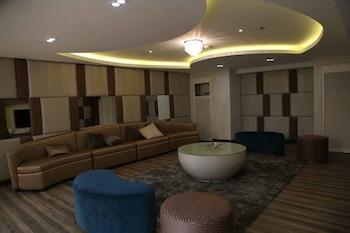 SOLEMARE PARKSUITES CONDO R US Karaoke Room