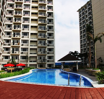 SOLEMARE PARKSUITES CONDO R US Outdoor Pool