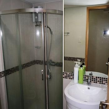 SOLEMARE PARKSUITES CONDO R US Bathroom