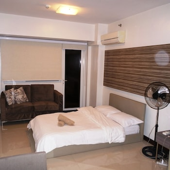 SOLEMARE PARKSUITES CONDO R US Room