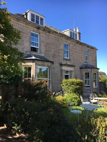 . Cawdor House