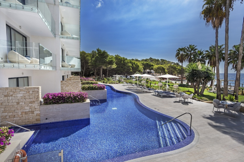 https://i.travelapi.com/hotels/18000000/17910000/17908100/17908087/d9ab7b0a_z.jpg