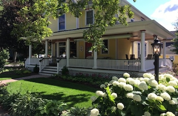 Hotel - Harrison House Bed & Breakfast
