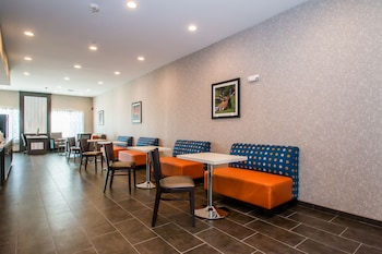 Interior Entrance at Executive Inn Fort Worth West in Fort Worth