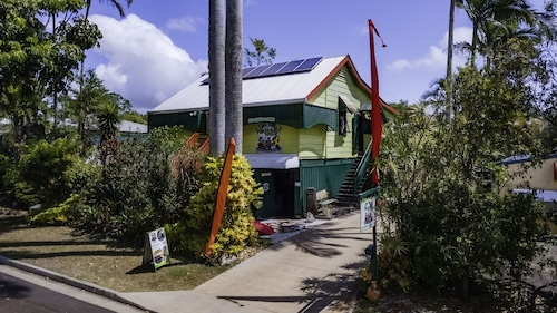 . On The Wallaby Eco Lodge - Hostel