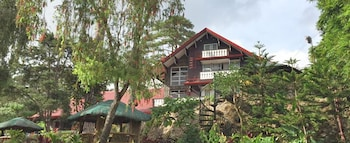 Safari Lodge Baguio Exterior