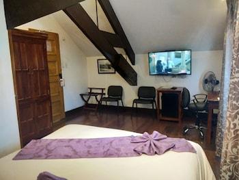 Safari Lodge Baguio Room