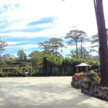 Safari Lodge Baguio Parking