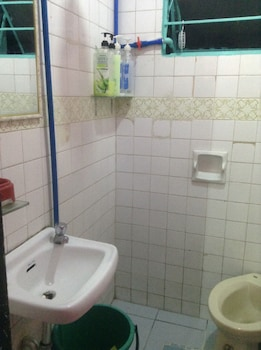 CVNB BED & BATH - HOSTEL Bathroom