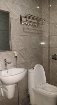 MEACO HOTEL LEGAZPI Bathroom