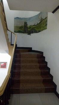 MEACO HOTEL LEGAZPI Staircase