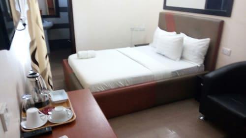 Primal Hotel Apapa, Apapa