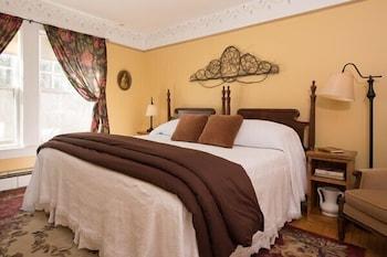 https://i.travelapi.com/hotels/18000000/17970000/17969100/17969015/2ac4dd41_b.jpg