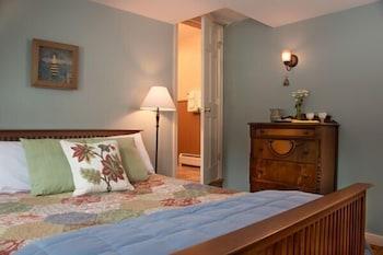 https://i.travelapi.com/hotels/18000000/17970000/17969100/17969015/7274d1fe_b.jpg