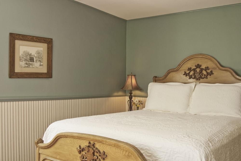 https://i.travelapi.com/hotels/18000000/17970000/17969100/17969015/78406606_z.jpg