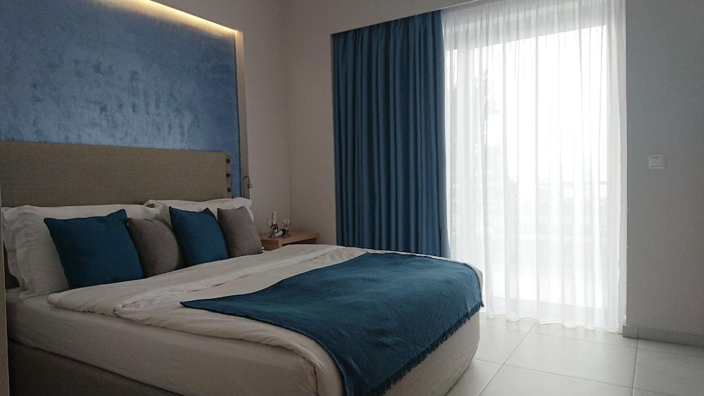 https://i.travelapi.com/hotels/19000000/18020000/18017600/18017530/3f335132_z.jpg