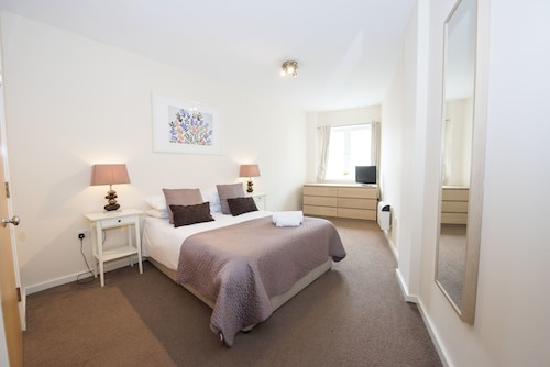 Robinson House Serviced Apartments, West Sussex