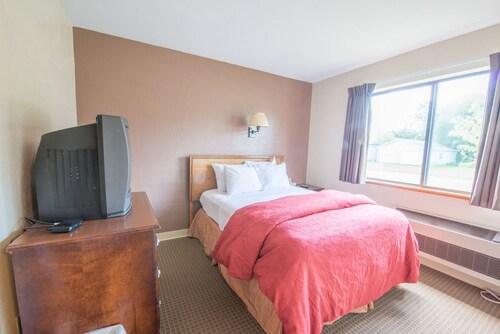 Pictured Rocks Inn & Suites, Alger