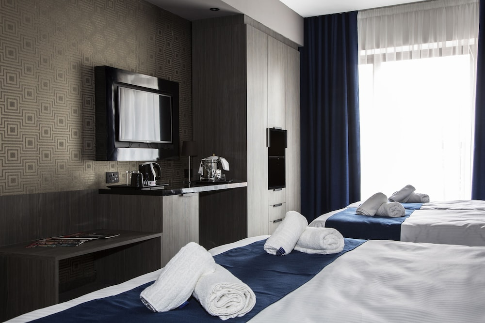 https://i.travelapi.com/hotels/19000000/18030000/18022500/18022422/92e8df65_z.jpg