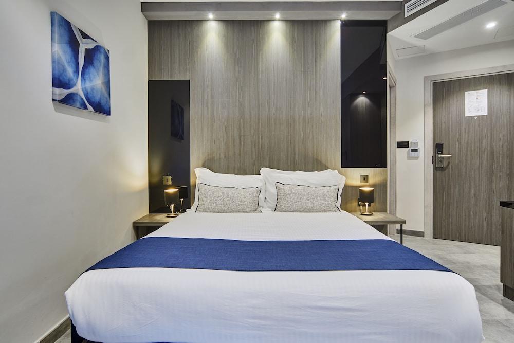 https://i.travelapi.com/hotels/19000000/18030000/18022500/18022422/dc600b63_z.jpg