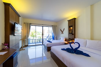 Family Double Room, Multiple Beds, Pool View