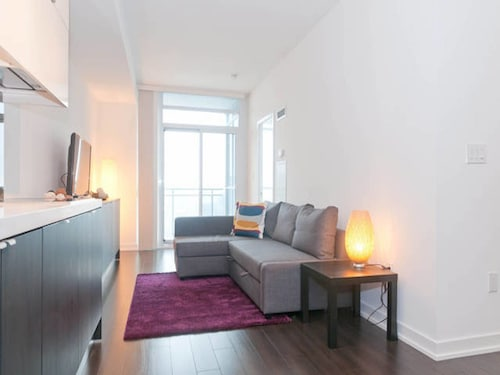 N2N Suites - Downtown Lake & City View offered by Short Term Stays, Toronto