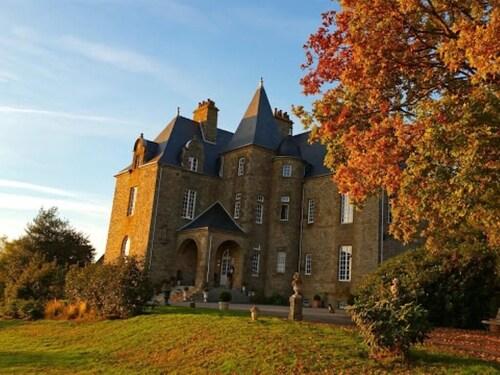 . Château de Montbrault