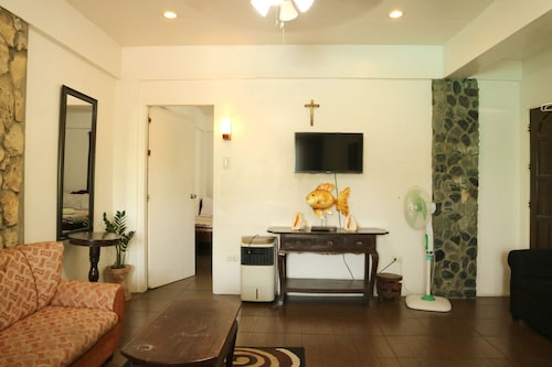 Palomari Apartel, Laoag City