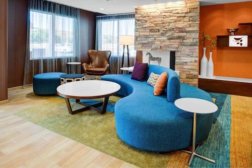 . Fairfield Inn & Suites by Marriott Hollister