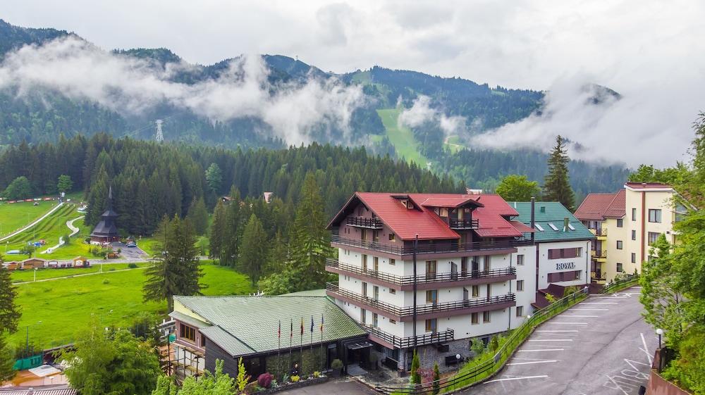 https://i.travelapi.com/hotels/19000000/18100000/18098000/18097935/7a678467_z.jpg