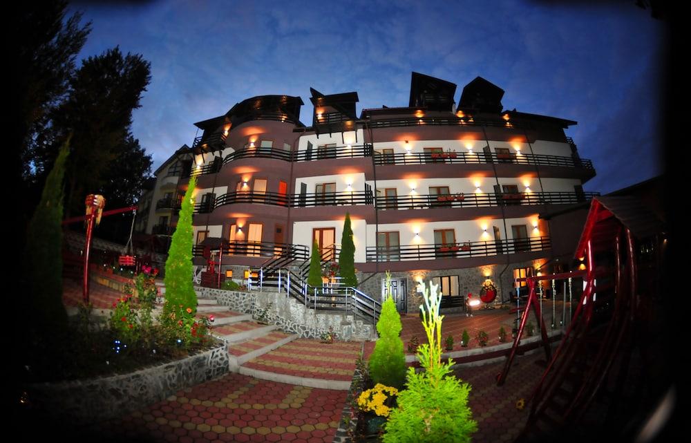 https://i.travelapi.com/hotels/19000000/18100000/18098000/18097935/f648d81a_z.jpg