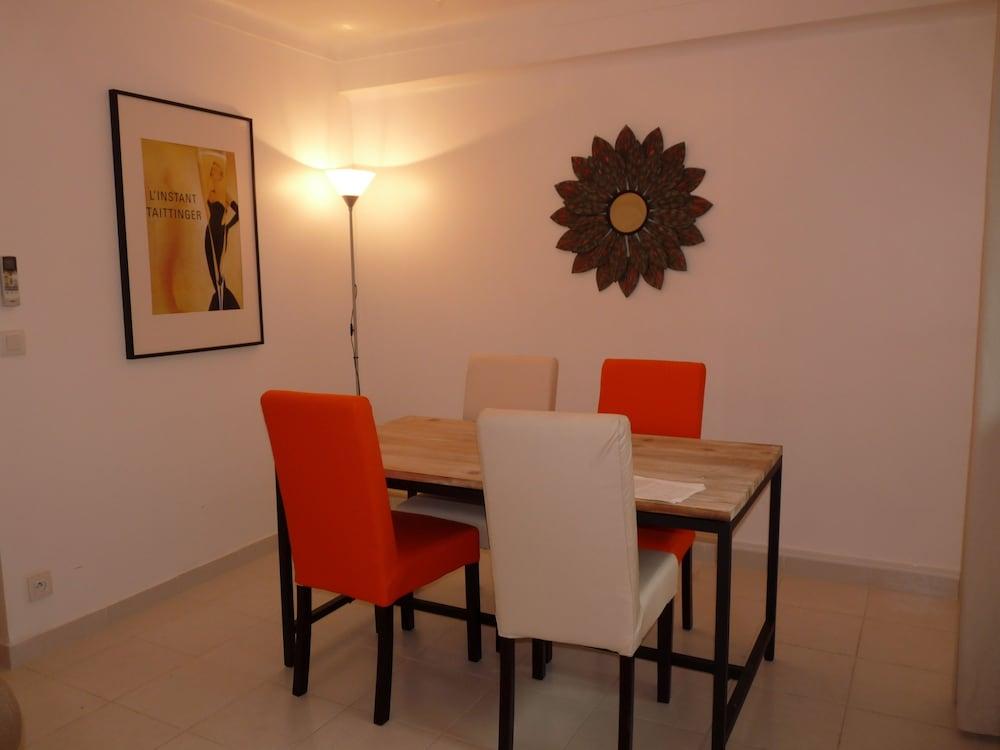 Apartment 82