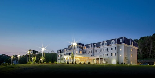 . Courtyard by Marriott Lenox Berkshires