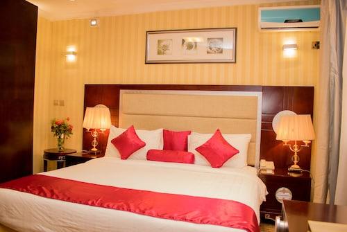 __{offers.Best_flights}__ Simama Hotel