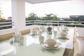 INDILA BORACAY Dining
