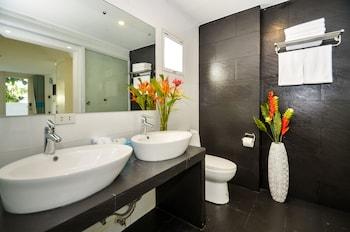 INDILA BORACAY Bathroom