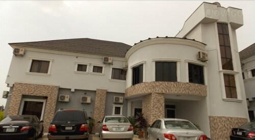 Bjorne Suites, AbujaMun