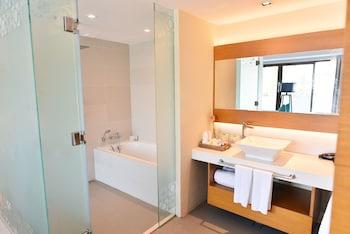 HUE HOTELS AND RESORTS BORACAY Bathroom