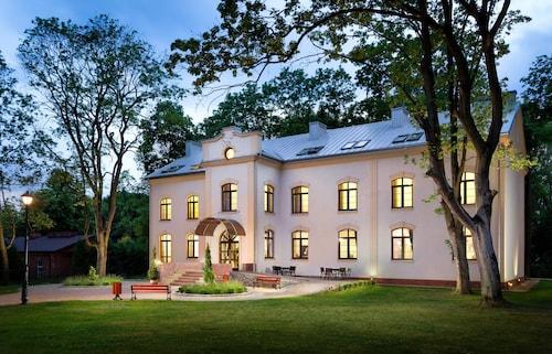 . Modlin Palace
