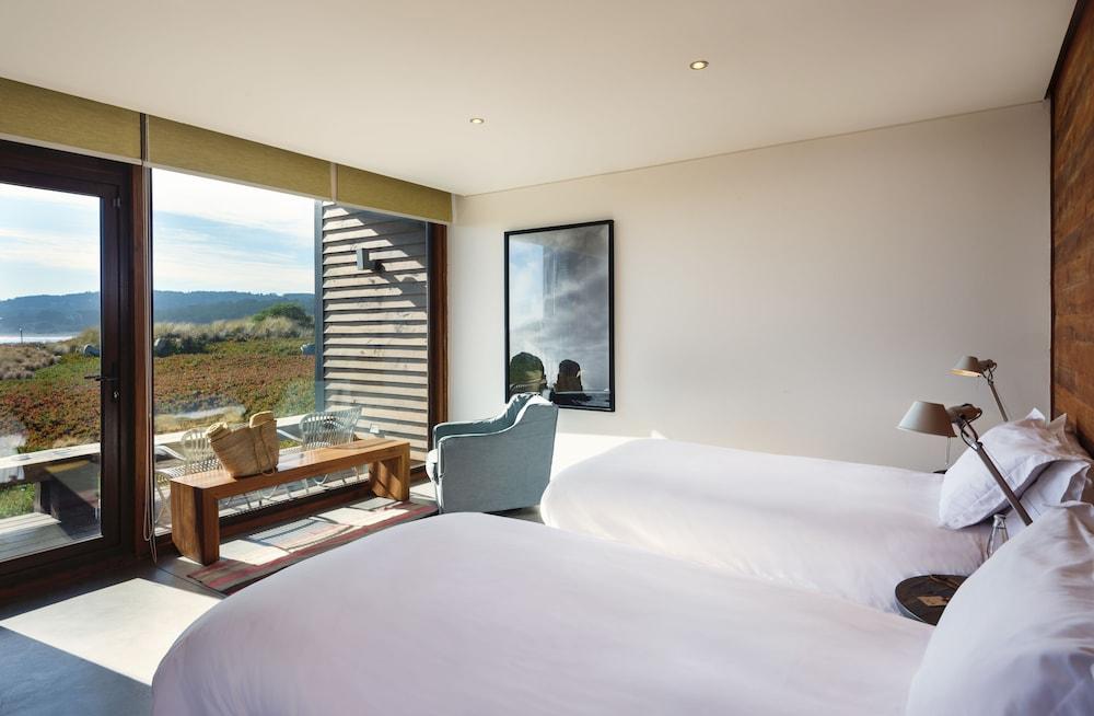 https://i.travelapi.com/hotels/19000000/18150000/18147400/18147393/c2e81cb2_z.jpg