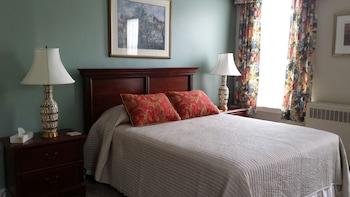 Suite, 1 Queen Bed & 1 Twin Bed, Kitchenette (Suite 10)