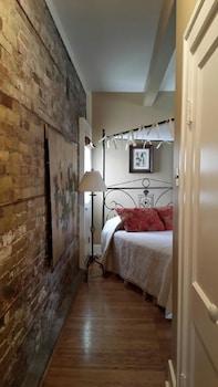 Suite, 2 Bedrooms, 3 Beds, Kitchen, Ground Floor (Suite 4)