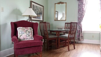 Suite, 2 Bedrooms, Kitchenette (Suite 7)