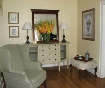 Suite, 1 Queen Bed, Kitchen (Suite 6)