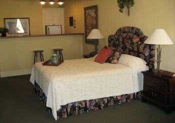 Suite, 1 King Bed, Kitchen (Suite 9)