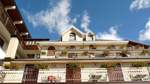 __{offers.Best_flights}__ Hotel Ristorante La Rosa
